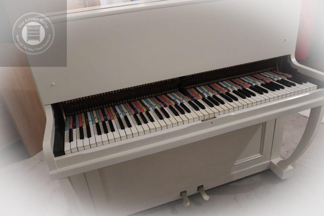 Rainbow-coloured-piano