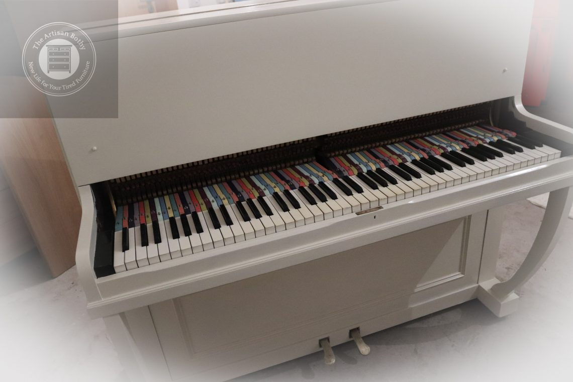 Rainbow-coloured-piano